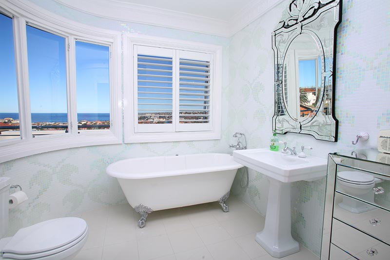 Art deco house Dover Heights - main bathroom