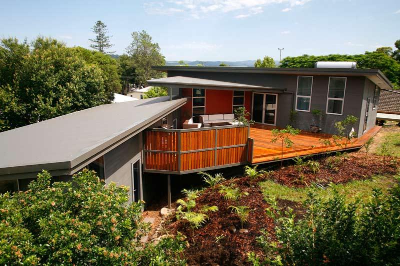 Kyogle steel house - deck garden