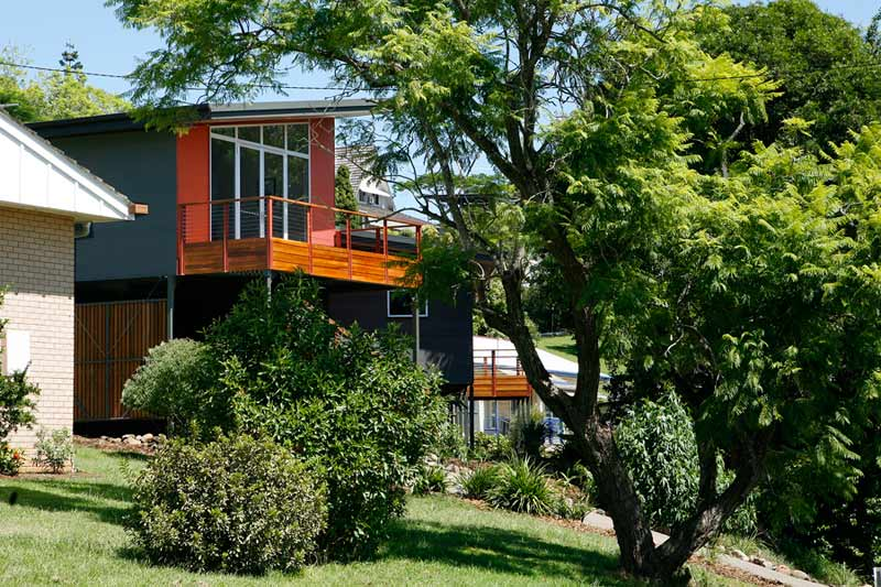 Kyogle steel house - corner from street
