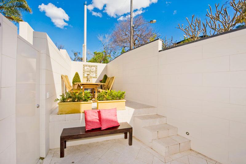 Opening up a Paddington terrace - courtyard corner