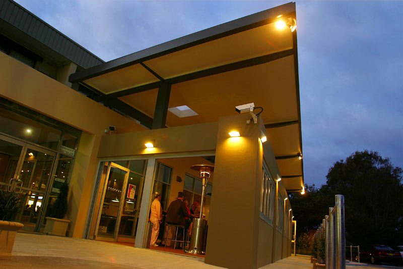 Sands Hotel Maroubra - entry at night