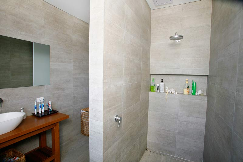 Rammed Earth Coogee House - bathroom - Coogee architects