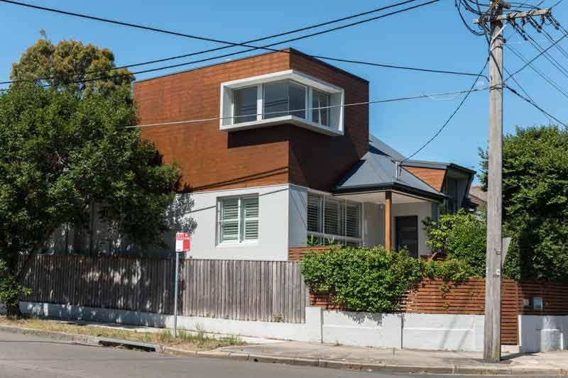 Coogee corner house - front corner
