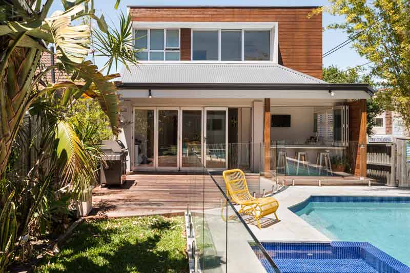 Coogee corner house - garden and swimming pool