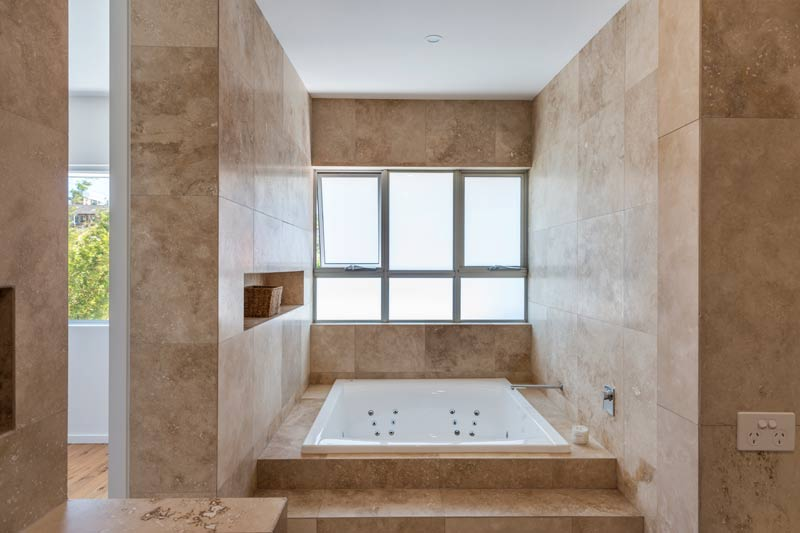 Coogee corner house - spa bath