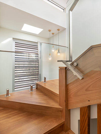 Little Bay duplex - stair on bend
