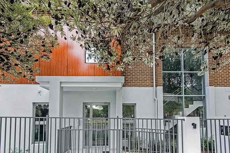 New generation boarding house Maroubra - entry