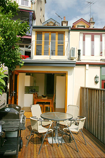 Opening up a worker's cottage Pyrmont - courtyard 1