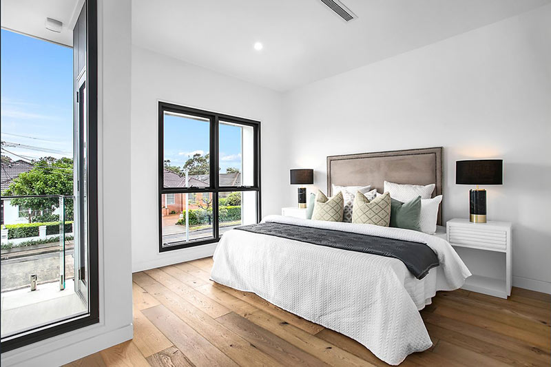 Northern lights Maroubra duplex - bedroom with balcony